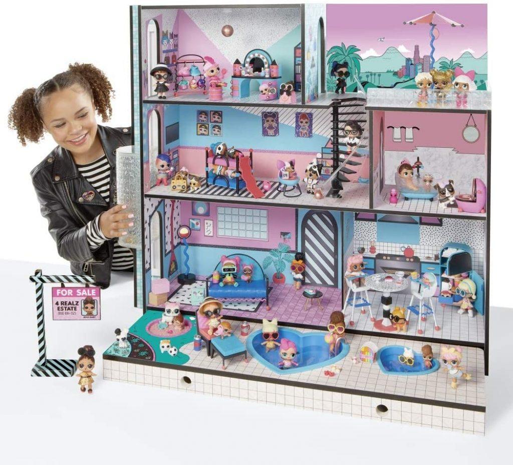 La maison de poupée LOL comporte 2 piscines.