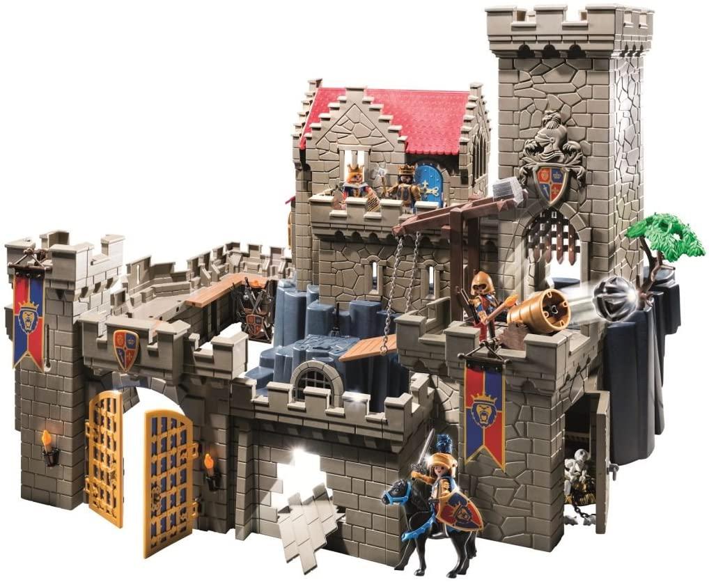 Le château Playmobil 6000 possède un mur cassable.