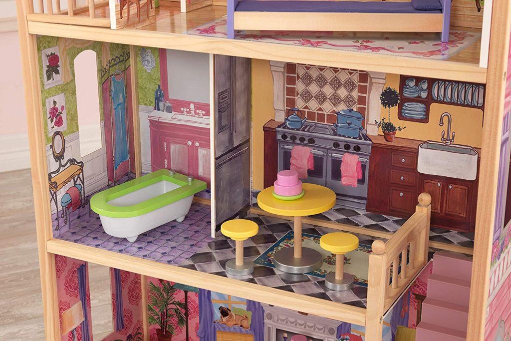 La maison Kidkraft Kayla possède une cuisine et une salle de bain au 1er étage.