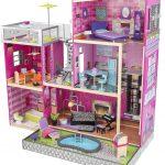 La maison de poupées en bois Uptown a une piscine.