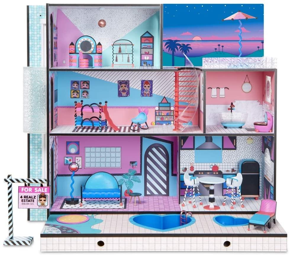 La maison LOL Surprise possède 3 niveaux de jeu.