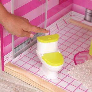 Le WC de la maison Uptown fait un bruit de chasse d'eau.